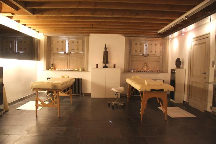 Duomassages in hartje Antwerpen. Samen in 1 ruimte met 2 massage krijgen.