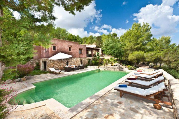 2 daagse massage cursus + verblijf Ibiza tssn 20 en 25 juli aan 400 euro per persoon. Beperkt aantal plaatsen